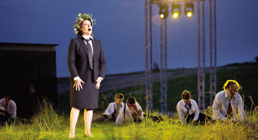 »Norma« i Opera Hedeland. Hasmik Papian brillerer i titelrollen med den berømte »Casta diva« – men hun får kamp til stregen af en dansker.