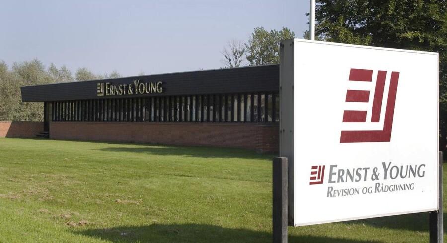 Ernst og Young går sammen med KPMG.