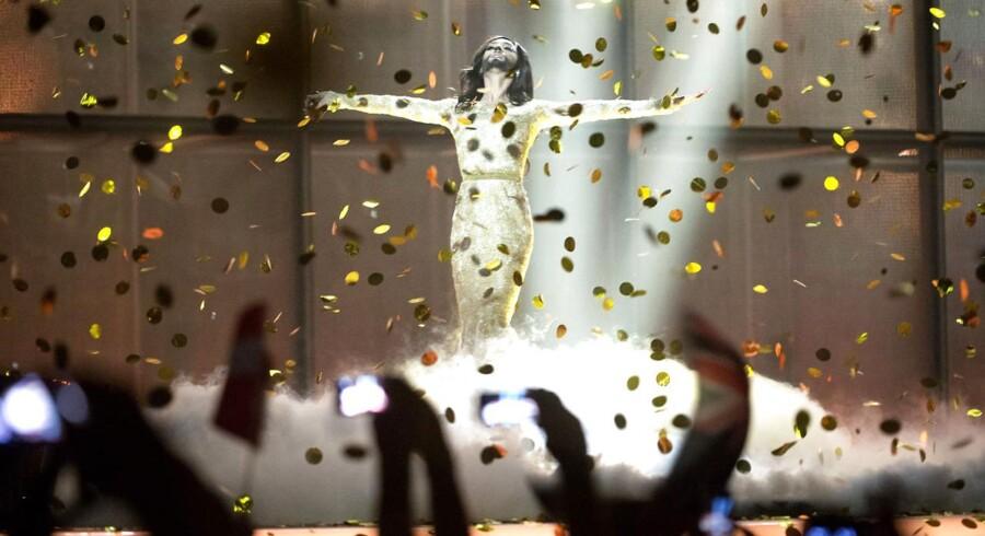 Conchita Wurst modtager publikums hyldest, efter hun havde vundet Eurovision. Nu skal omkostningerne ved showet undersøges.