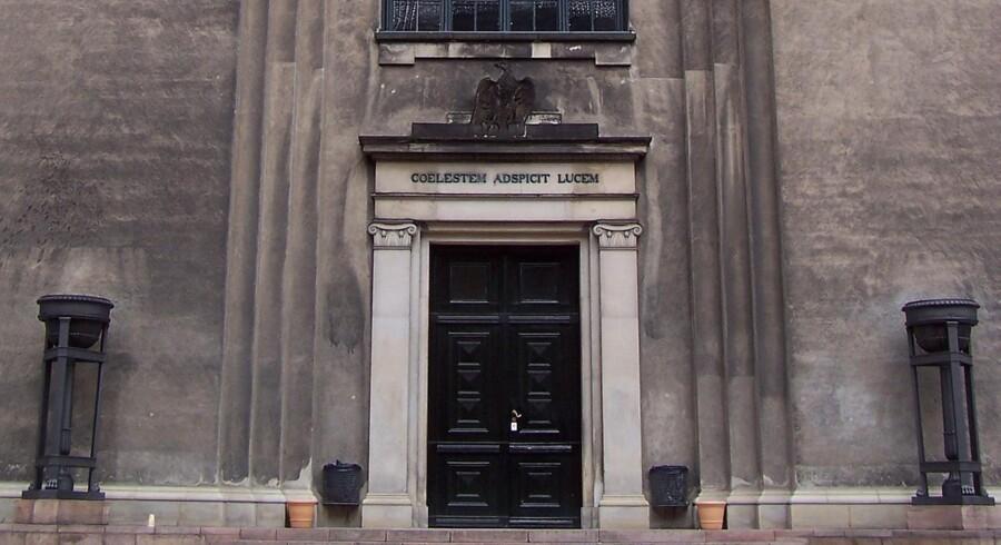 Som universiteterne drives i vore dage, burde teksten over indgangen til Københavns Universitet ændres til: coelestem adspicit facturam!