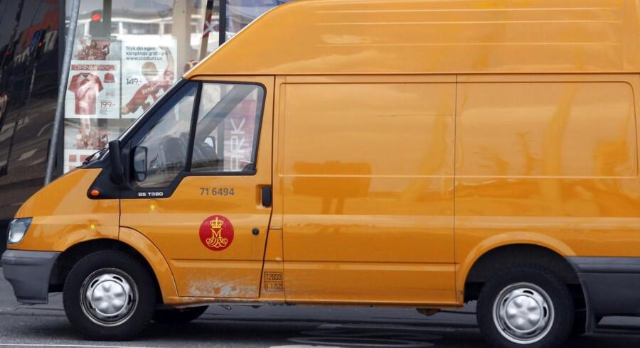 Folketinget er lige nu i gang med at behandle en ændring af postloven, der blandt andet skal hjælpe Post Danmark gennem problemerne. Én omdelingsdag mindre og ingen uddeling på mandage er nogle af de ændringer, der er udsigt til.