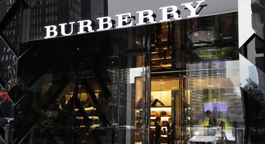 Luksusmærket Burberrys håndtasker er muligvis for afdæmpet til de kinesiske forbrugere, lyder en vurdering.