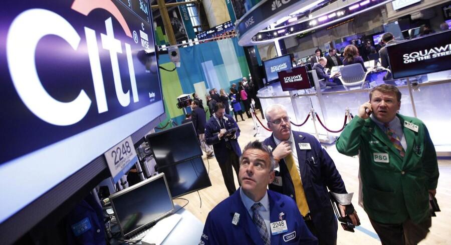 Facebooks børsnotering og intern viden om Googles indtjening via YouTube er centrum for to fyringer og en stor bøde til Citigroup.