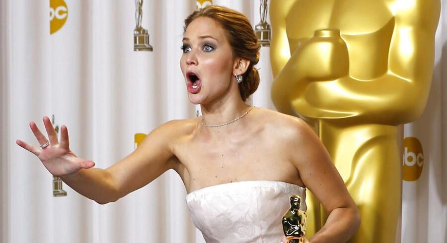 ARKIVFOTO. Her er nogle af de sjoveste og mest mindeværdige klip fra tidligere Oscar-uddelinger. Sidste år modtog Jennifer Lawrence en Oscar for sin medvirken i »Silver Linings Playbook«, hvor hun snublede op ad trappen, da hun skulle modtage prisen.