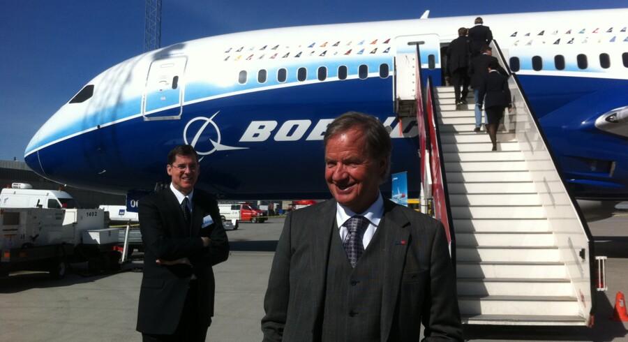 Norwegians topchef, Bjørn Kjos, foran 787 Dreamliner.