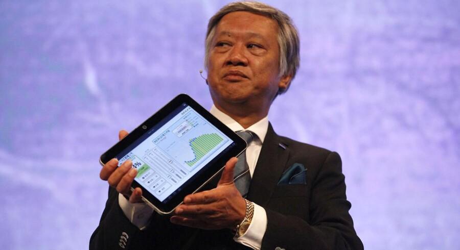 Toshibas ceo, Masaaki Osumi, præsenterer Toshibas nyeste tavle-PC, AT200, som blev fremvist på IFA Berlin 2011.