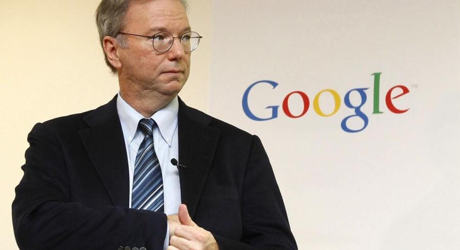 Googles tidligere topchef og nuværende bestyrelsesformand, Eric Schmidt, har ingenting i ærmet; købet af Motorola betyder ikke, at alle andre Android-producenter skal spille andenviolin. Foto: Jo Yong-hak, Reuters/Scanpix