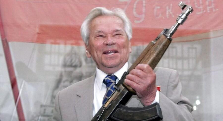 ARKIVFOTO. Kort før sin død angrede Mikhail Kalashnikov opfindelsen af sin berømte riffel.