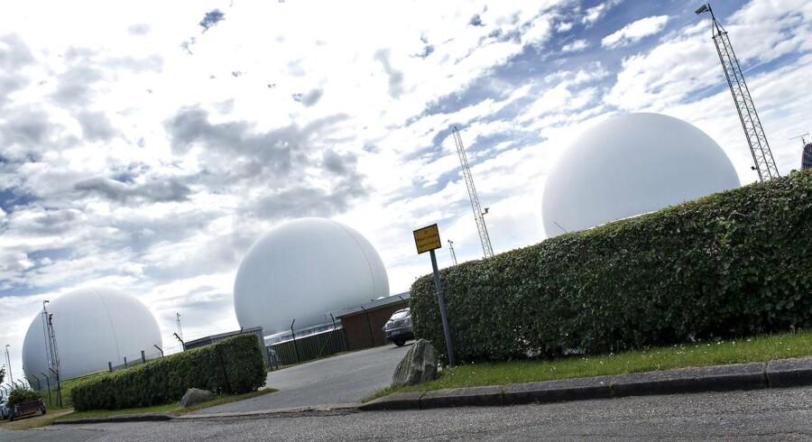 """Arkivfoto af den ene af Forsvarets Efterretningstjeneste (FET) to """"indhentningsstationer"""", som ligger i Skibsby nær Hjørring i Vendsyssel. Den er kendetegnet ved de seks store radomer, der har præget landskabet siden 2002."""