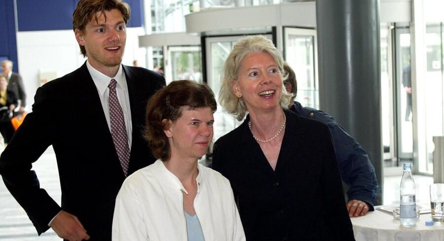 Skibsreder Mærsk Mc - Kinney Møllers datter Ane Uggla, ledsaget af sin søn Johan Pedersson Uggla og niecen Cecilie Arnesen, datter af Mærsk Mc - Kinney Møllers datter Leise.