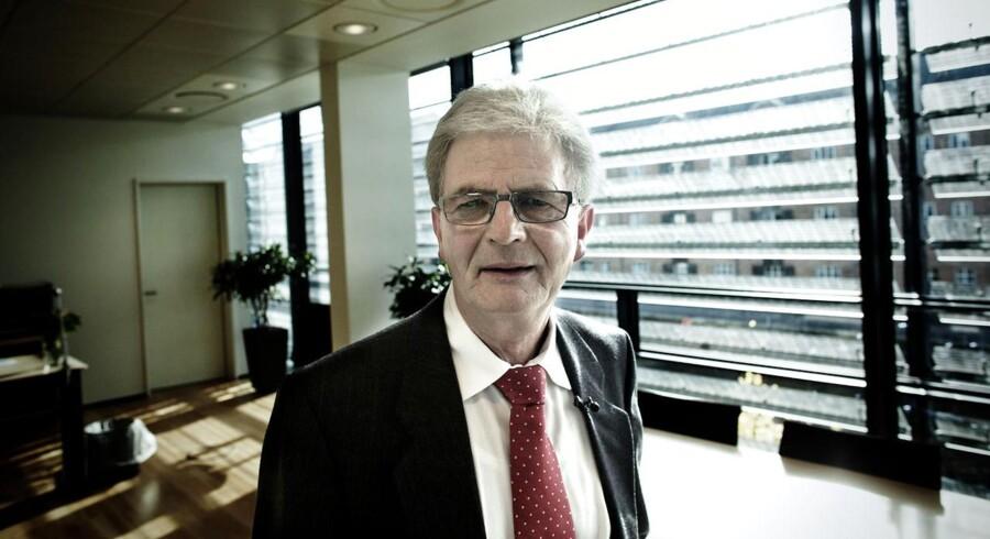 Skatteminister Holger K. Nielsen forklarer lovforslaget med, at man vil gribe ind i situationer, hvor koncernforbundne selskaber handler med sig selv for at undgå beskatning.