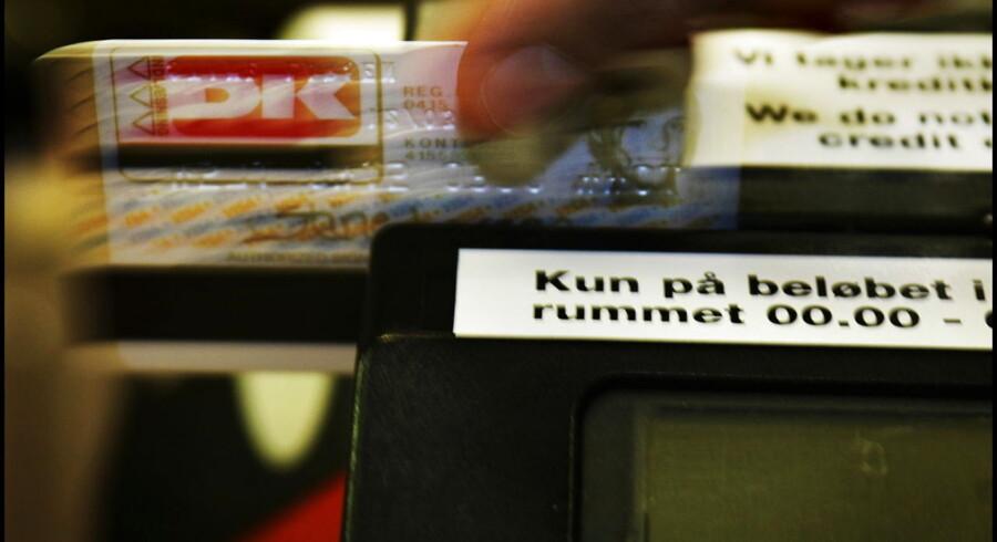 Bankerne kritiseres for stigende omkostninger til Betalingsservice, som tyder på at bankerne holder prisen urealistisk høj. Finansrådet har ikke ønsket at kommentere sagen rejst af Jyllands-Posten.