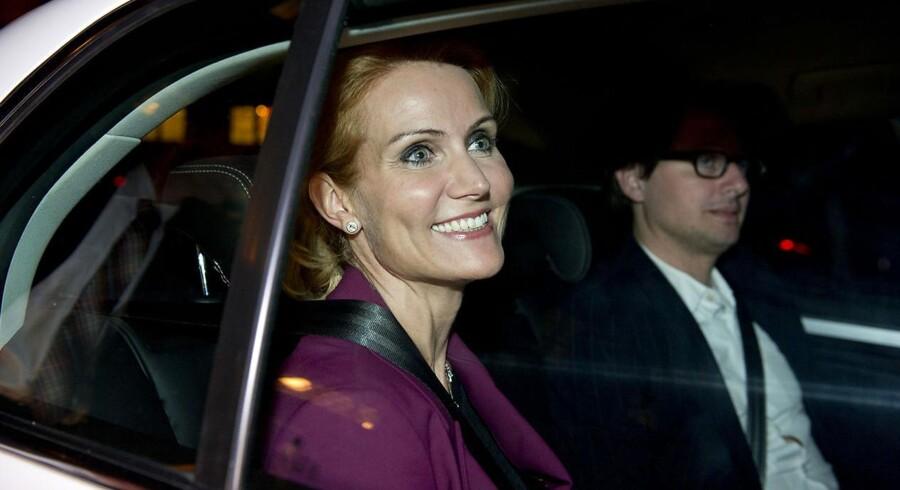 Helle Thorning-Schmidt forlader Christiansborg som Danmarks nye statsminister.