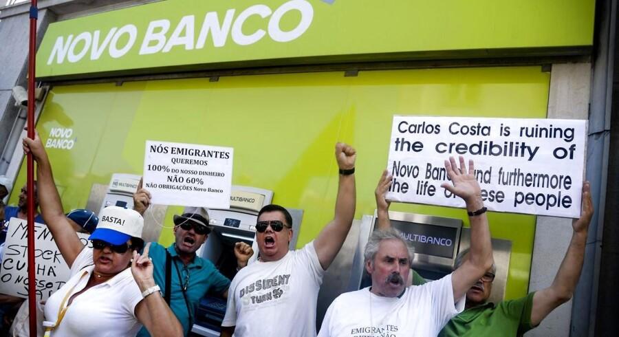 Novo Banco er resultatet af den kollapsede bank, Banco Espírito Santo, der tilbage i 2013 fik en kapitalindsprøjtning på 4,9 mia. euro fra den portugisiske centralbank. Hvis banken vil blive solgt for et beløb, der afviger betydeligt fra de 4,9 mia. euro, kan det i værste fald gå ud over andre portugisiske banker, hvilket gør det til et politisk følsomt emne.