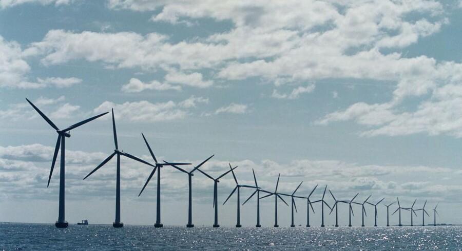 Middelgrunds havvindmøller fra 2001 står til at skulle have to storebrødre de kommende år. Men der blev i går rejst tvivl om finansieringen på Christiansborg.