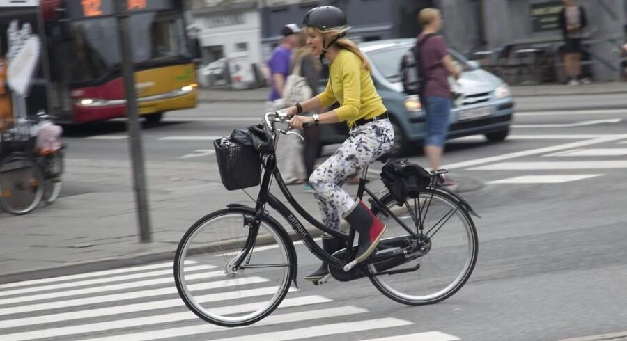 cyklist med cykelhjelm på Banegårdsplads
