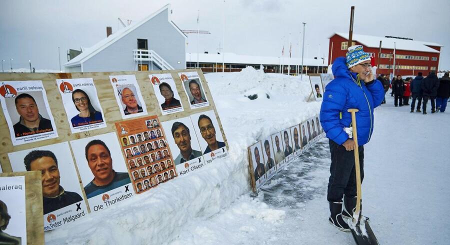 Valg til Landsstyret i Grønland fredag 28. november 2014. Der er lagt op til tæt løb mellem de to store partier Siumut og IA, men manden på billedet, tidligere landsstyreformand Hans Enoksen, nu leder af det nystiftede Partii Naleraq, kan også komme til at spille en afgørende rolle. Hans parti spås gode chancer og kan ende med de afgørende mandater for at sikre et flertal i en koalitionsregering.