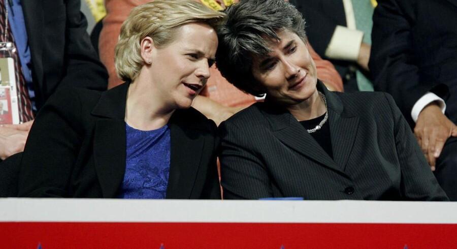 Mary Cheney (tv.), datter af USAs tidligere vicepræsident Dick Cheney, blev fredag gift med sin kvindelige partner Heather Poe.