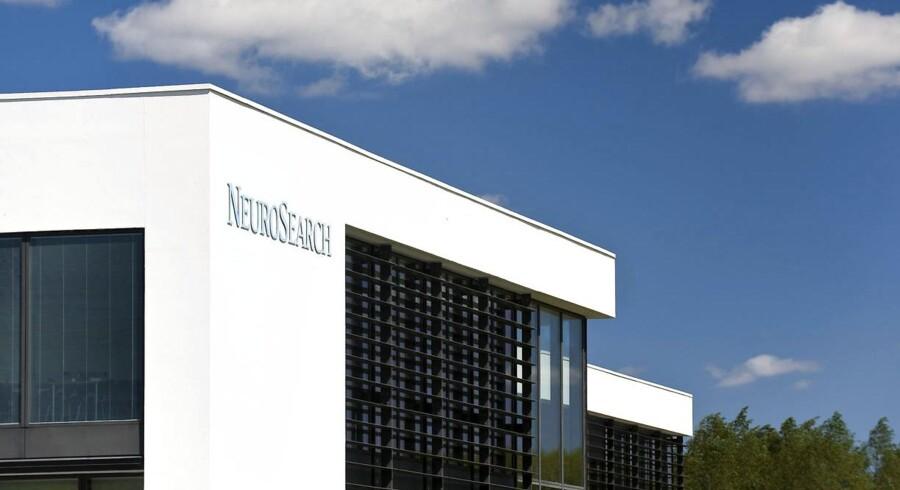 I forbindelse med afvikling af selskabet, fyrer NeuroSearch-ledelsen den adm. direktør René Schneider.