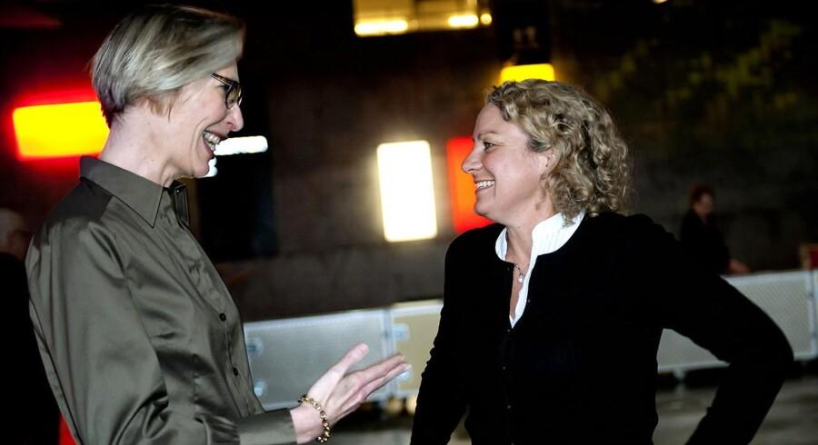 Kvindelige chefer tager ledelsesbeslutninger af højere kvalitet, fordi de bringer flere argumenter i spil, viser forskning. Her er det DRs generaldirektør, Maria Rørbye Rønn og TV2s direktør Merete Eldrup. Arkivfoto.