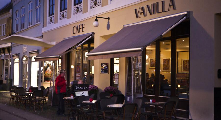 Cafe Vanilla på Køge Torv fotograferet d.29.september 2011. Cafeen har været centrum for mange sager her på det seneste, flere kendte og mindre kendte har eller har haft sin gang her, bla. Bandidos Rockeren Suzuki Torben, Henrik Sass Larsen fra Socialdemokraterne og Tommy Kamp.