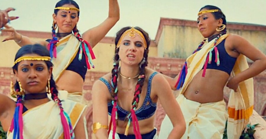 Still fra musikvideoen til verdenshittet »Lean On«.