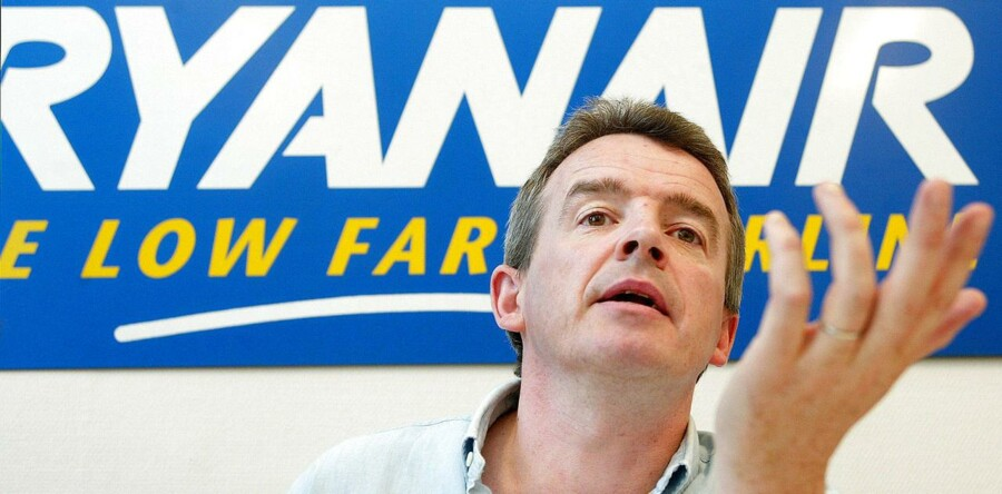 Michael O ´Leary, Chief Executive of Europe ´s biggest budget airline Ryanair, addresses a news conference in Brussels May 25, 2004. The Irish airline said on Tuesday it had lodged an appeal against a European Commission order to repay some Belgian subsidies it received for its European hub operations at Charleroi, south of Brussels. // REUTERS/Thierry Roge