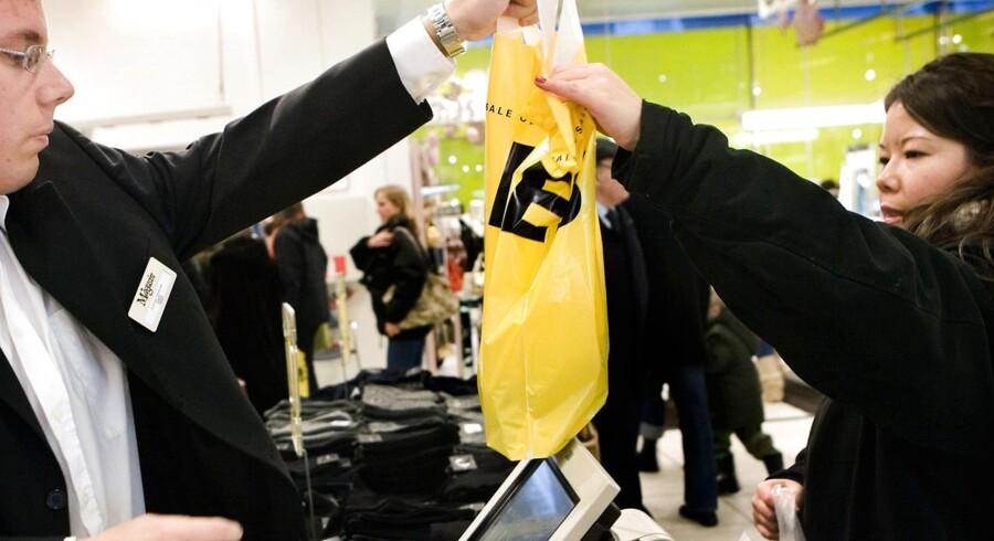 Tilliden til Danmarks økonomi er ikke stor lige nu, men forbrugerne forventer, at deres egen situation er forbedret om et år.
