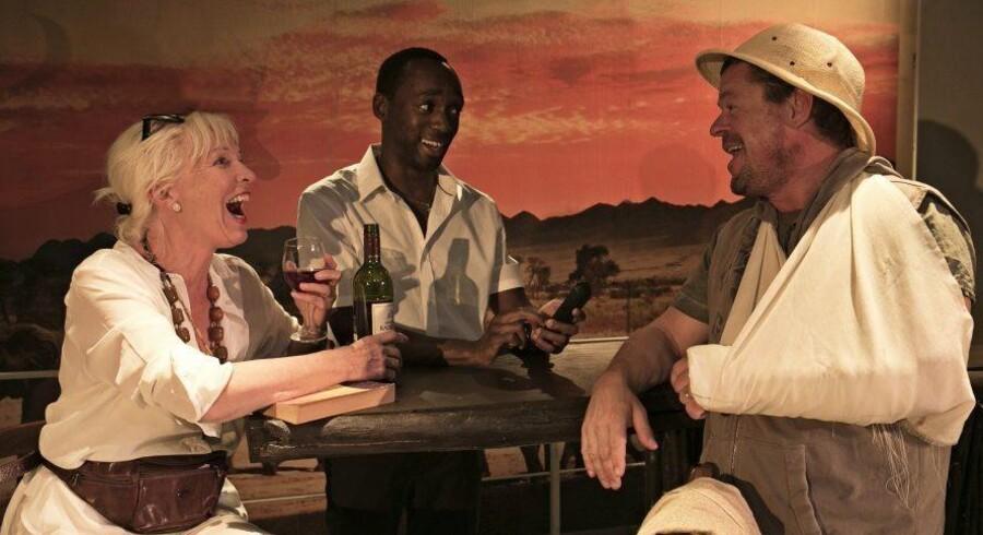 Så tog de til Afrika: Kirsten Peuliche, Jotham Annan og Ole Boisen i et øjebliks idyl. Foto: Christian Geisnæs