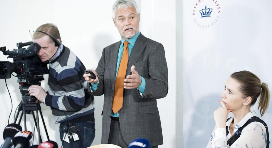Carsten Koch-Udvalgets endelige anbefalinger fremlægges på et pressemøde i Beskæftigelsesministeriet tirsdag d.25.februar 2014. Beskæftigelsesminister Mette Frederiksen under mødet (th).