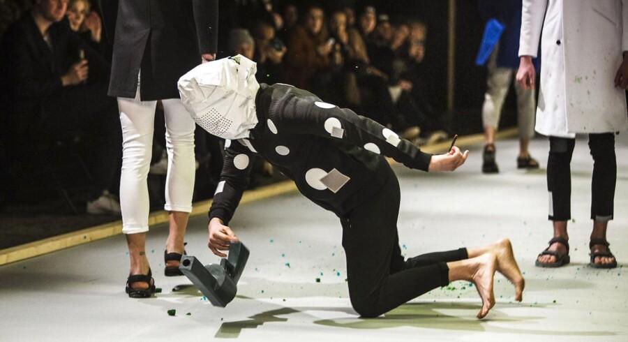 Han Kjøbenhavn modeshow i Dansehallerne onsdag d. 28 januar 2015 i forbindelse med Copenhagen Fashion Week. Copenhagen Fashion Week 2015 Han Kjøbenhavn - Dansehallerne på Vesterbro.
