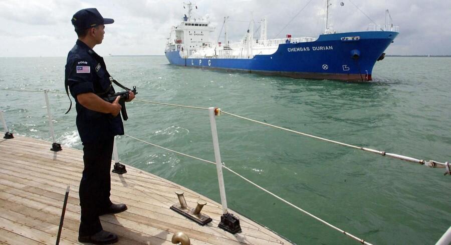 ARKIVFOTO. Både 3F og fagforeningen Søfartens Ledere beretter om mange ansøgninger til jobbet som skibsvagter fra folk med forkærlighed til våben, men det har ikke betydet mange skyderier mellem vagter og pirater.