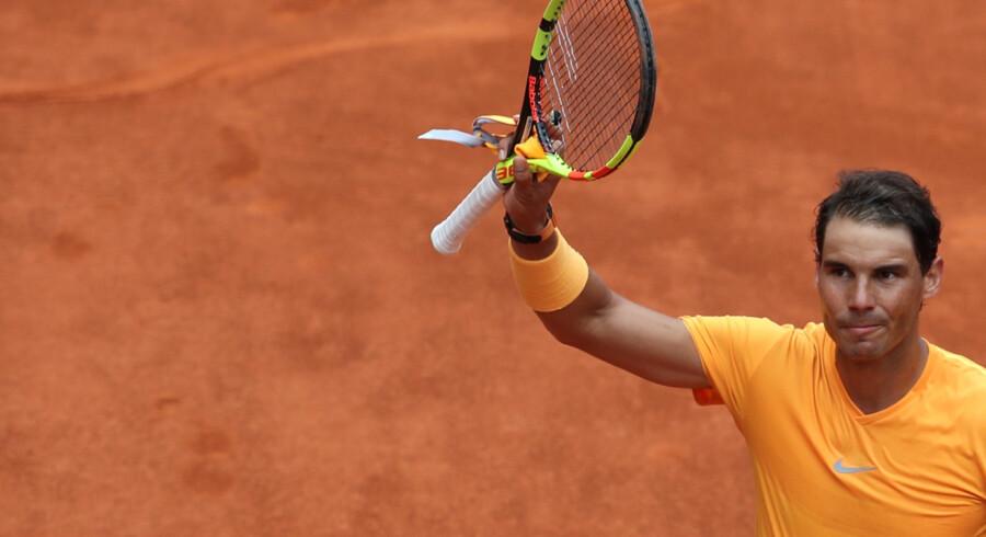 Rafael Nadal virker helt urørlig på grusunderlaget, efter at han vandt sin 20. kamp i træk på grus onsdag i Madrid Masters. Reuters/Susana Vera