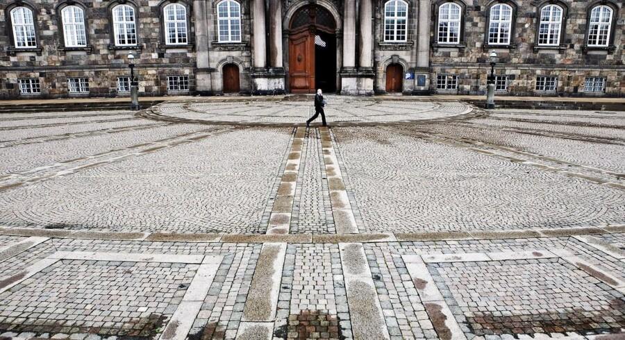 Politikerne på Christiansborg skal - ligesom i USA - tage stilling til, hvor store lån den danske stat må tage.