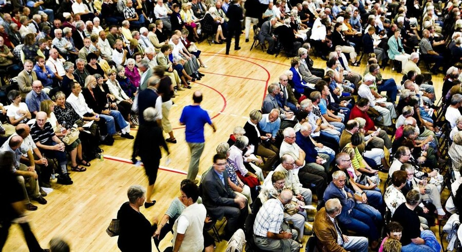 Tre haller måtte tages i brug i Roskilde Hallerne, da omkring 3.000 aktionærer deltog i den ekstraordinære generalforsamling i Roskilde Bank 1 september 2008. Dansk Aktionærforening mener, at de tidligere Roskilde Bank-aktionærer bør være glade for forliget.