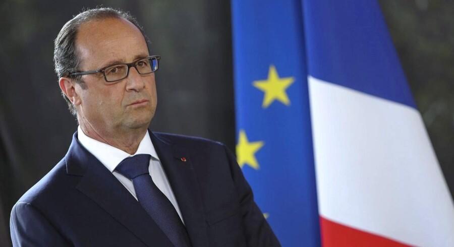 Francois Hollande er i store problemer - både ude og hjemme.
