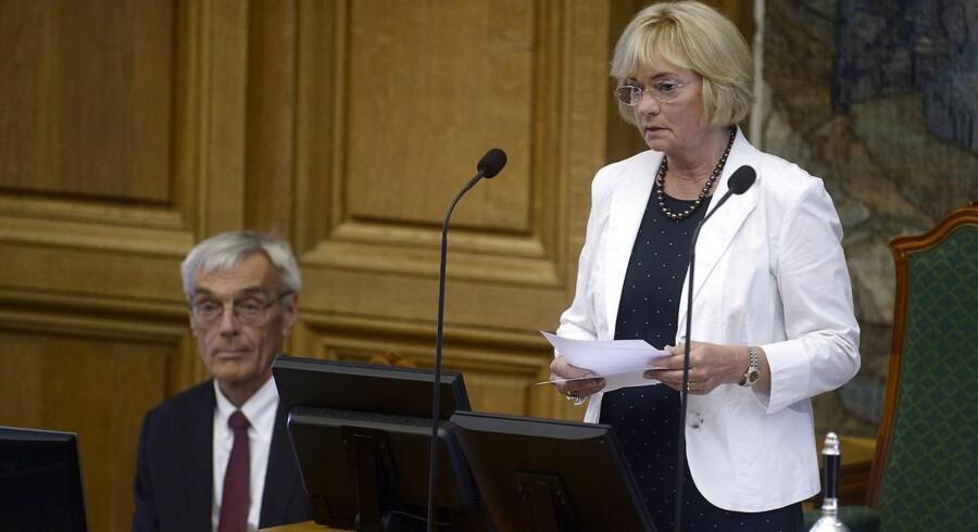 Pia Kjærsgaard (DF) blev fredag valgt til formand for Folketinget. Hun afløser Mogens Lykketoft (S), og er den første kvindelige formand for Folketinget.