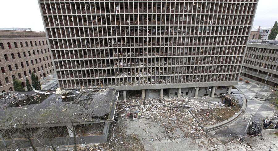 Næsten samtlige vinduer var blæst ind i bygningerne i regeringskvarteret efter Breiviks bombe den 22. juli 2011. På flere kontorer var der medarbejdere på arbejde.