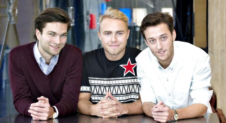 ARKIVFOTO. 45 pct. af unge danskere mellem 18 og 35 år vil fravælge DR, hvis de slap for at betale licens. Her bliver nye værter, Thomas Skov, Peter Falktoft og Esben Bjerre, præsenteret ved DR-kanalens lancering.