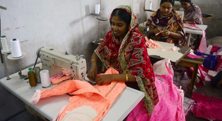 I dag ventes flere danske virksomheder at underskrive den internationale Bangladesh-aftale, når tekstilindustrien mødes kl. 13 for at få de sidste detaljer klarlagt.