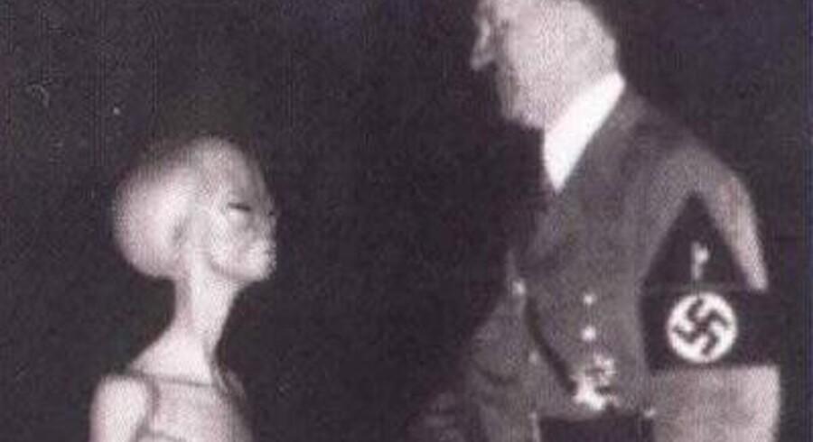 "Hitler er tidligere forbundetmed rumvæsener, fx i den velkendte alliance med ""Gray Aliens"", som man kan læse mere om fx på AboveTopSecret.com eller HiddenCodes.com."