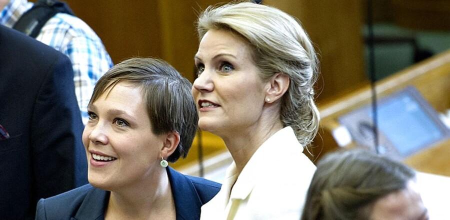 ARKIVFOTO. Sundhedsminister Astrid Krag (SF) og statsminister Helle Thorning-Schmidt (S) er blandt de kvindelige minister, der får en hård medfart i en ny bog af professor Hans Bonde, Københavns Universitet.
