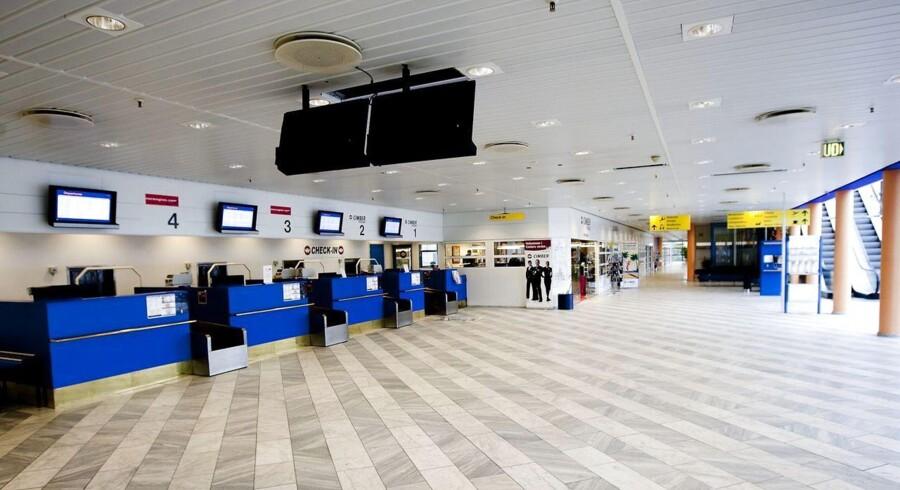 Et faldende passagertal får Karup Lufthavn til at råbe op om kapital-hjælp.