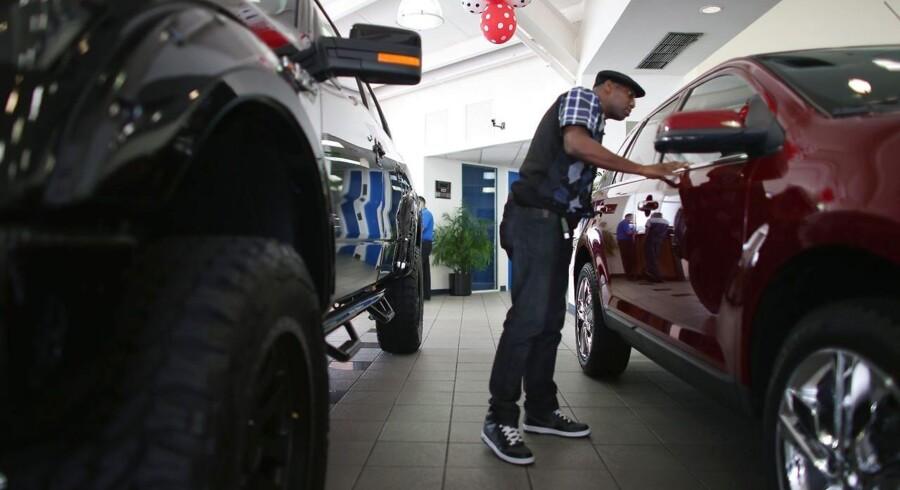 De amerikanske forbrugere er begyndt at vende tilbage til forhandlerne for at købe ny bil.