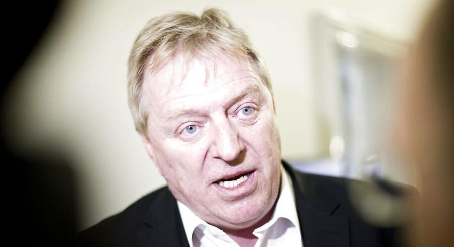 Trafikordfører for Dansk Folkeparti, Kim Christiansen, vil nu bringe DSB-direktør Jesper Loks mulige millionbonus op for trafikminister Magnus Heunicke (S).