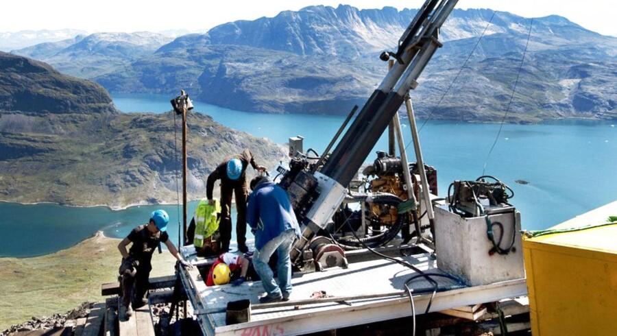 Mineselskabet Greenland Minerals & Energy (GME) har gennem flere år foretaget prøveboringer på Kvanefjeldet, og selskabet planlægger at opføre en mine, fabrik og raffinaderi og havn på det sydgrønlandske fjeld.