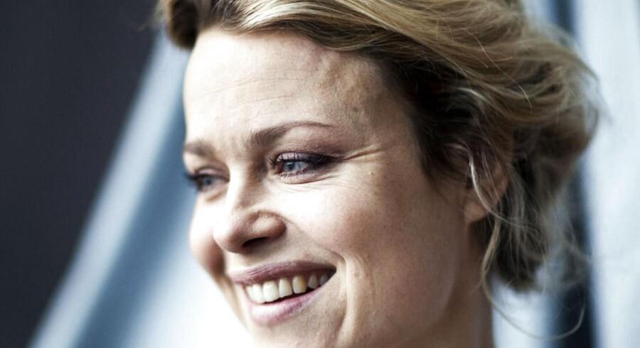 Helle Fagralid er aktuel i Forbrydelsen, hvor hun spiller moderen til den bortførte Emilie. Hun er fotograferet i sin garderobe i Skuespilhuset, hvor hun i øjeblikket går til prøver på hovedrollen i Det Kongelige Teaters forestilling 'Madame Bovary' .