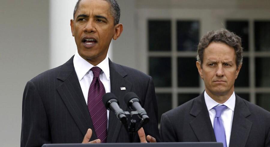 USAs præsident Barack Obama fik akkurat flikket en aftale sammen, der sikrer en forøgelse af gældsloftet. Det formilder ikke Standard & Poor's, som sænkede USAs kreditværdighed til finansminister Timothy Geithners store fortrydelse.