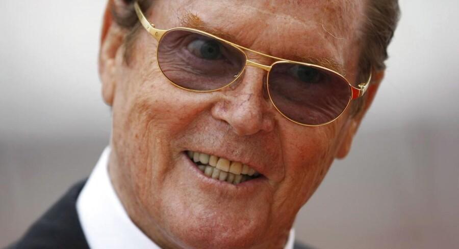 Det er ikke den britiske skuespiller Sir Roger Moore selv, der er til salg, men derimod den hvide Lotus Esprit, som han som agent 007 benyttede som ubåd i filmen »The Spy Who Loved Me«.