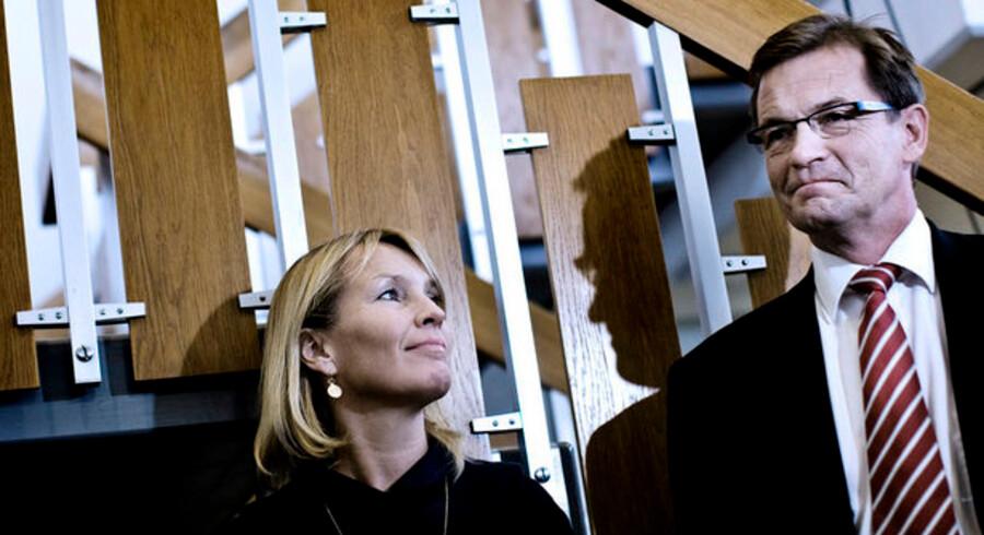 Bendt Bendtsen lovede i sin tid som økonomi og erhvervsminister at skabe klarhed over omkostningerne ved pensionsopsparing. Siden har Lene Espersen overtaget ministeriet.